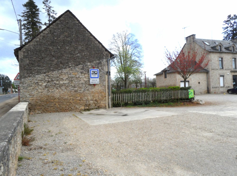Aire camping-car à Bozouls (12340) - Photo 2